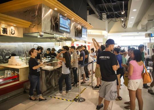 People purchasing ramen burgers