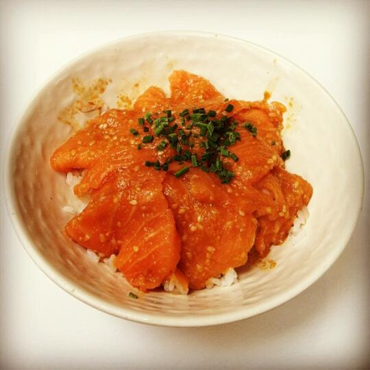 Salmon bowl with sesame shoyu
