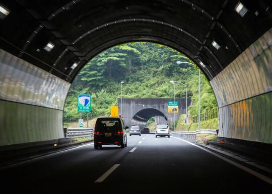 Driving through tunnels