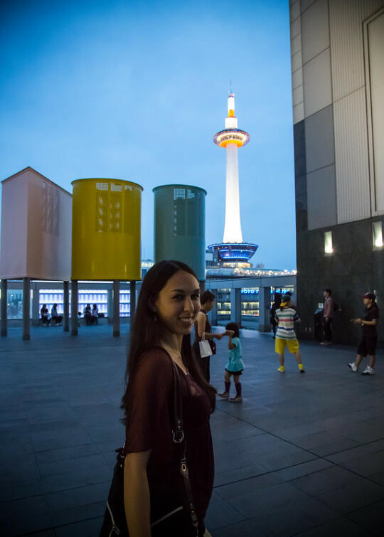 Allison in front of Kyoto Tower