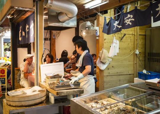 Shellfish shop in Nishiki