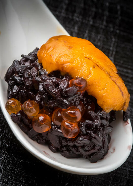 Black rice and ikura sushi cube with uni