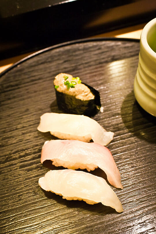 Nigiri and crab paste gunkan