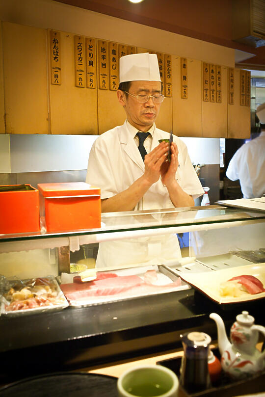 Rolling a hand roll