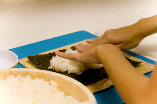 Spreading the sumeshi