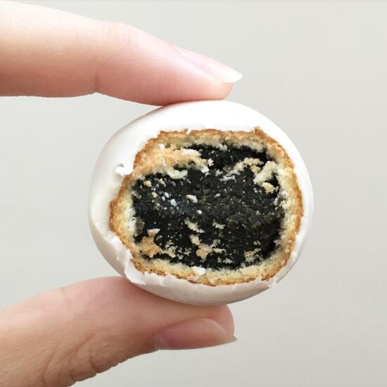 Black sesame pastry