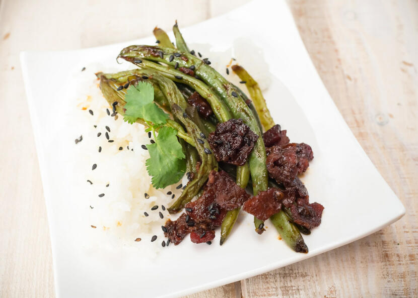 asian-style green beans with bacon